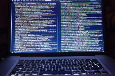 정보통신기술이 진화하면서 사이버 범죄도 더욱 더 교묘하게 진화되고 있다. 올 상반기에는 다기능으로 활동할 수 있는 악성코드가 증가하면서 업계에 비상이 걸렸다. ⓒ pixabay.com