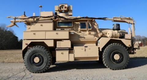 레이저로 지뢰를 제거하는 시스템이 장착된 장갑차