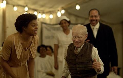 영화 주인공인 벤자민 버튼은 세월이 흐를수록 점점 젊어진다 ⓒ 벤자민버튼 공식홈페이지