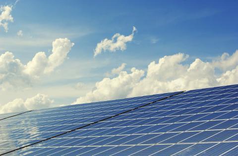 태양광 발전의 혁명을 일으킬 만한 새로운 기술들의 잇다른 개발 등으로 태양광 및 풍력 발전이 2050년까지 세계 발전량의 50%를 담당하게 된다는 예측이 더욱 힘을 얻게 됐다. ⓒ Public Domain