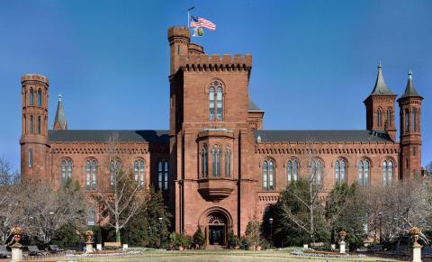 미국 워싱턴 D.C.에 있는 스미스소니언 협회(Smithsonian Institution). 항공우주박물관 등 세계 최대 박물관 단지와 미술관, 연구소, 도서관 등을 가진 미국 문화기관의 총집합체로 알려져 있다. ⓒ wikipedia