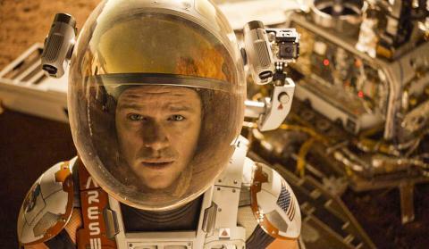 영화 마션의 한 장면. NASA는 2030년대에 화성에 유인 우주선을 발사할 계획이다. 이때 우주비행사의 '동면'을 활용할지의 여부도 관심사의 하나다.
