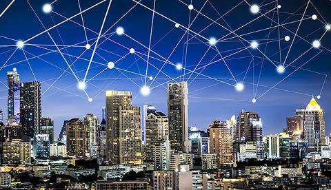 유럽 최대의 공동연구 이니셔티브인 '그래핀 플래스십'에 참여하는 학계 및 산업계 연구진은 사물인터넷 시장에서 그래핀의 활용 가능성을 분석해 2020년에 120억개의 관련 연결장치에 쓰일 것이라는 논문을 발표했다.   Credit: Graphene Flagship News