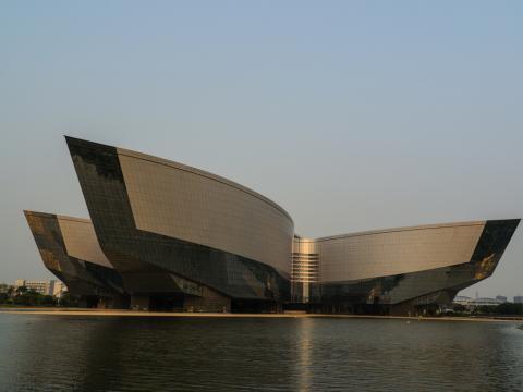 아시아 최대 규모를 가진 과학관이라 불리는 중국 광동성 광동과학관(Guangdong Science Center).  ⓒ Flicker.com