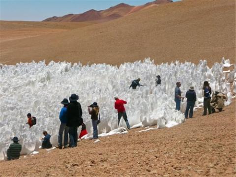 칠레 북부 아타카마 사막의 페니텐트  ⓒ 유럽남방천문대