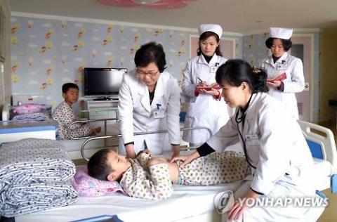 북한 옥류아동병원 의사와 간호사들