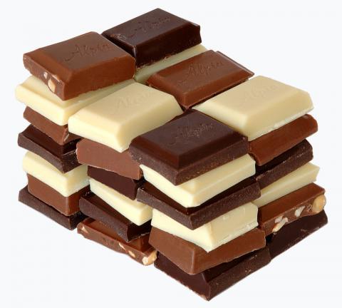 최근 초콜릿에 인공 맛과 향이 대거 투입되고, 유전공학으로  원료인 카카오콩 발효과정에 변화가 가해지면서 우려가 높아지고 있다.  ⓒWikipedia
