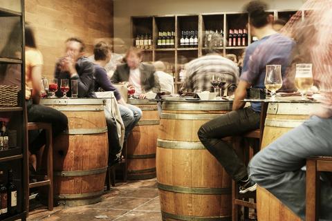 맥주는 필수 식량은 아니나, 사회적인 커뮤니케이션과 엔터테인먼트에서 중요한 역할을 하고 있다.  ⓒ Pixabay