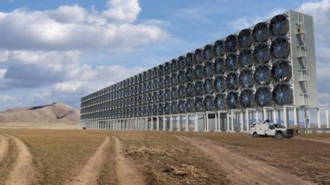 공기 중의 탄소를 포집하는 Carbon Engineering의 팬시설 ⓒ Carbon Engineering