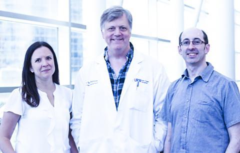 UHN(University Health Network)의 이식 프로그램(Transplant Program) 과학자인 소냐 맥펄랜드 박사와 이언 맥길브리 박사, 토론토대학의 게일 베이더 박사(왼쪽부터)는 분자 수준에서 인체 간세포 지도를 처음으로 완성했다.  Photo: UHN