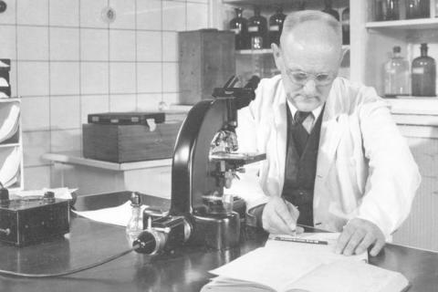 최초의 설파제인 프론토실을 발견한 독일의 생화학자 게르하르트 도마크.  ⓒ Archiv Bayer AG