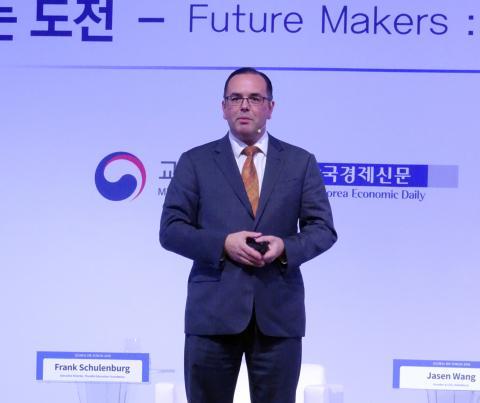 프랭크 슐렌버그 이사장은 지난 6일 서울 그랜드워커힐 호텔에서 열린 '2018 글로벌 HR포럼'에서 위키피디아의 새로운 도전에 대해 설명하고 있다. ⓒ 김은영/ ScienceTimes