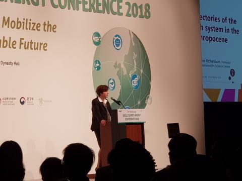 캐서린 리차드슨 교수가 기후변화를 막으려면 인류의 사회행태를 바꿔야 한다고 발표하고 있다. ⓒ 김순강 / ScienceTimes