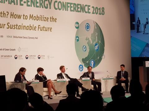'인류의 생존을 위협하는 기후시스템의 궤적'을 주제로 토론이 진행됐다.