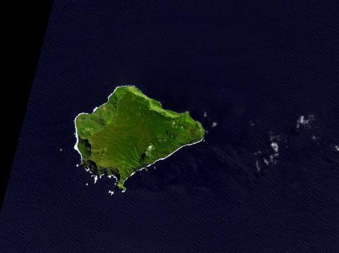 초원으로 덮혀 있어 먹잇감이 풍부한 갈수없는 섬 ⓒNASA