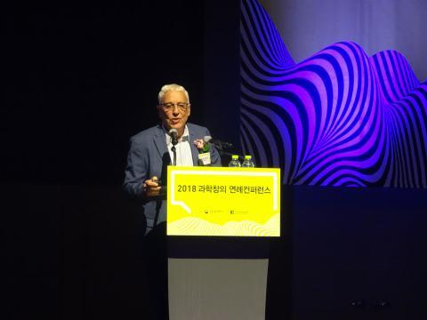 이갈 에를리히 요즈마 그룹 회장은 26일 서울드래곤시티 호텔(용산0에서 개최된 '2018 과학창의 연례컨퍼런스'에 기조강연자로 포문을 열었다. 이 날 그는 유대인들의 노벨상 수상 비법과 유니콘기업을 배출하는 저력에 대해 비법을 공개했다.