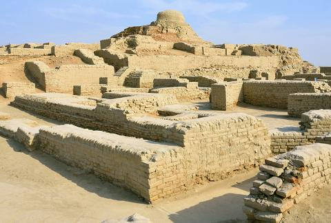 기원 전 2600년 경 건설됐다 700년 뒤인 기원 전 1900년 경 버려진 고대 인더스 문명 모헨도-다로 유적.