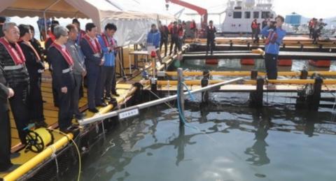 경남 하동의 한 숭어양식장에서 스마트 양식장 운영기술 시연회를 성공적으로 개최했다