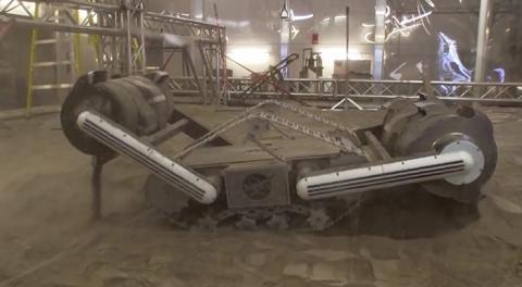 양동이 형태의 drum이 서로 반대방향으로 향하도록 설계된 레이저 로봇