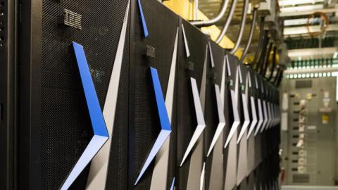 현재 세계 1위 슈퍼컴퓨터인 '서밋'. 세계 1위 슈퍼컴퓨터 자리를 놓고 미국과 중국, 일본, 유럽연합 등이 치열한 개발 경쟁을 벌이고 있다.