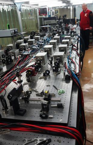 레이저 발생 및 증폭장치들이 연결되어 있다. ⓒ 심재율 / ScienceTimes