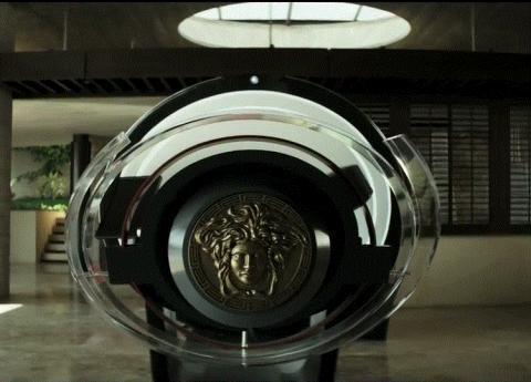 영화 '엘리시움'에서는 캡슐침대에 누우면 병명을 자동으로 진단하고 치료해주는 의료머신이 등장한다.