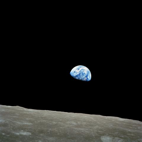 월평선(月平線)의 지구돋이(Earthrise) ⓒ 위키백과 자료