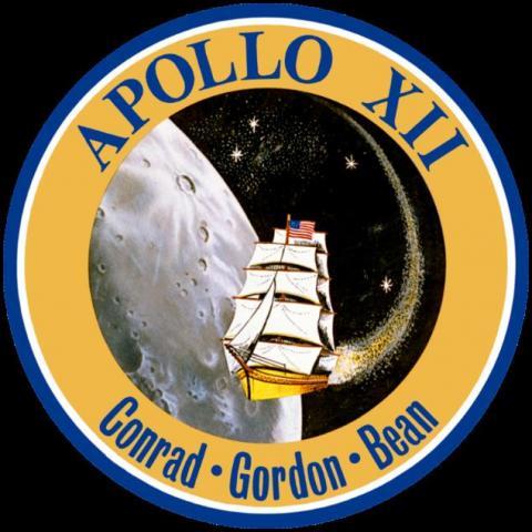 배지의 금색과 푸른색은 전통적으로 해군의 상징색인데, 우주인들 역시 모두 해군 출신이었다. ⓒ 위키백과 자료