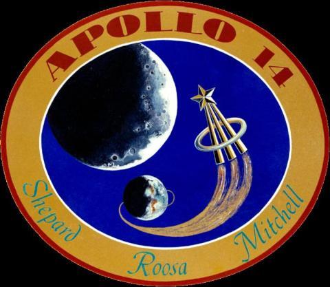 아폴로 14호 배지. 우주로 나간 비행사들에게 주어지는 골드 핀이 보인다. 개인적으로는 가장 눈에 안 띄는 디자인이라 생각한다.  ⓒ 위키백과 자료