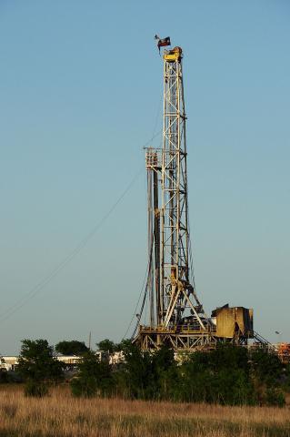 수압파쇄 방식의 원유 채굴탑 ⓒ위키피디아