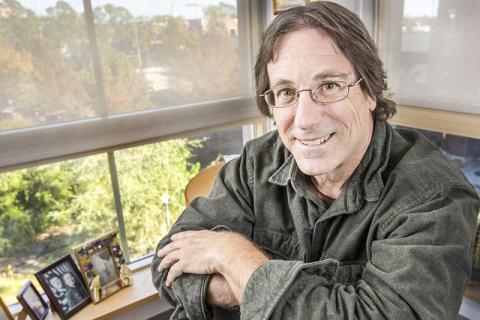 복제를 조절하는 DNA분자의 특정 지점을 발견한 데이비드 길버트 미국 플로리다주립대 분자생물학 교수.  CREDIT : Bruce Palmer/FSU Photography Services