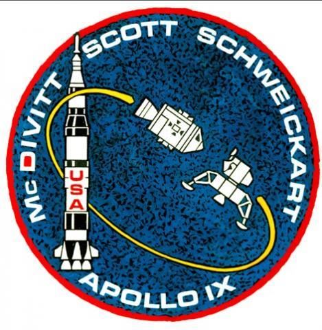 아폴로 9호의 미션 배지. LM의 분리와 도킹이 주요 임무임을 보여준다. ⓒ 위키백과 자료