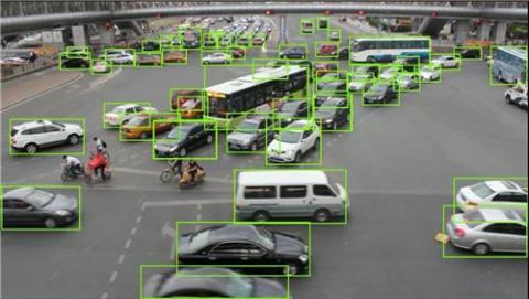 딥 러닝 기술을 통해 영상 기반 교통 정보로부터 인식된 객체 검출 결과를 보여주는 모습 ⓒ ETRI 제공