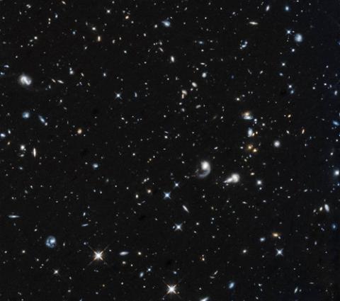 우주를 촘촘히 차지한 것 같은 은하와 별들은 전체 우주의 5% 밖에 안 된다고 한다. 나머지 95%는 암흑에너지와 암흑물질이 차지하고 있다. ⓒ 미국항공우주국(NASA), 유럽우주국(ESA) 제공