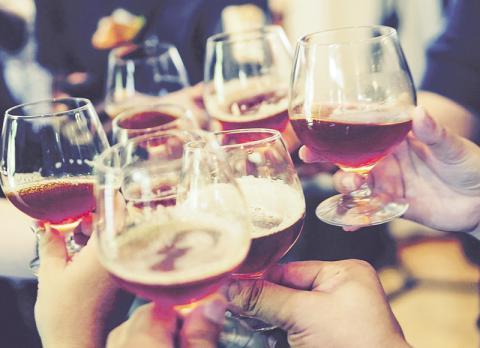 심부전으로 진단받은 65세 이상 음주 노년층에게 적당량 음주는 해가 없고 수명을 1년 정도 늘린다는 연구가 나왔다. ⓒ Pixabay