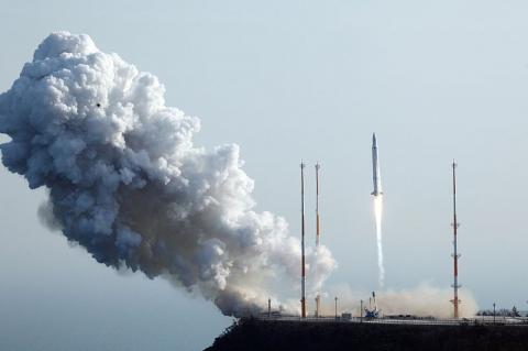 나로호(KLSV-I)의 발사 장면(2013년 1월 30일) ⓒ 한국항공우주연구원