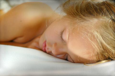 충분한 잠을 취하기 위해 잘못 알고 있는 상식들을 지니고 있는 사람들이 많다. 과학자들이 숙면과 관련된 과학적 사실둘울 연이어 발표하고 있다.  ⓒWikipedia