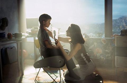 영화 'A.I'에서는 인간의 필요에 의해 '감정' 있는로봇(아이)를 가족으로 입양하고 결국에는 로봇이기때문에 유기하는 장면이 담겨져있다.