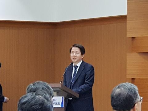 김동욱 교수가 '혁신성장과 ICT'를 주제로 기조강연을 했다.