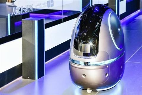 룸서비스를 배달 중인 호텔 내 인공지능 로봇의 모습 ⓒ 임지연 / ScienceTimes