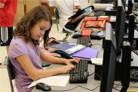 학교에서 코딩 실습을 받는 모습 ⓒ Flickr