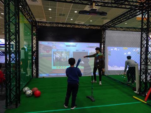 어린이가 이노시뮬레이션이 개발한 구기종목 VR프로그램을 체험하고 있다. ⓒ 김은영/ ScienceTimes