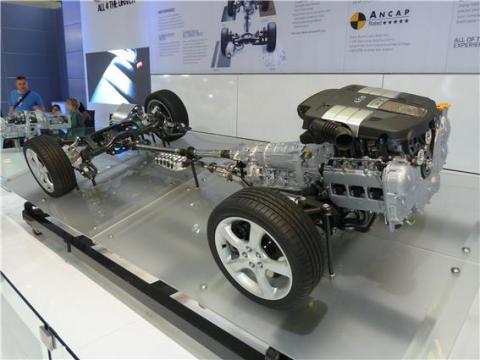 내연기관차 전면에 설치된 엔진 ⓒ 위키미디어