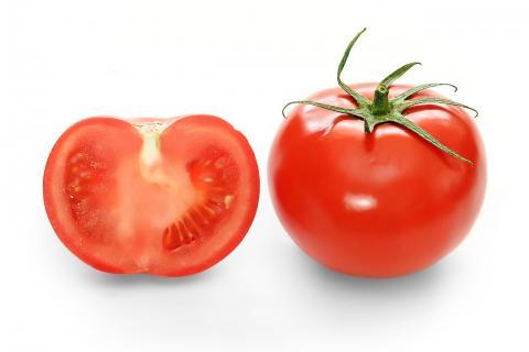 과학자들이 토마토의 사촌격인 칠리고추 맛을 토마토 안에서 복원해 양념 맛 토마토를 만들 어내는데 성공했다. 오래지 않아 새로운 토마토 요리를 맛볼 수 있을 것으로 보인다. ⓒWikipedia