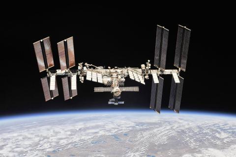 소유즈 우주선과 분리된 뒤 Expedition 56  승무원들이 촬영한 국제우주정거장(ISS) 모습. CREDIT: NASA/ Roscosmos