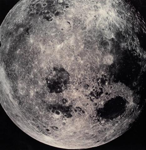 1968년 인류 최초로 달에 접근한 아폴로8호가 찍은 달 표면  ⓒ NASA 제공