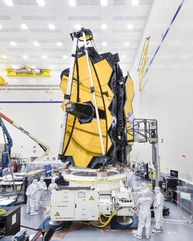 18개의 6각형 거울을 이어붙이는 JWST  ⓒ NASA 제공