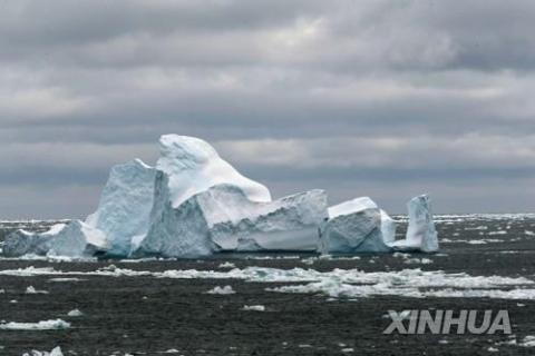 남극대륙 빙하에서 떨어져 나온 빙산