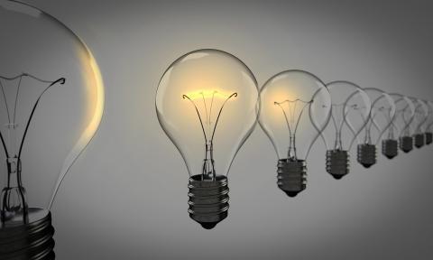 4차 산업혁명의 대표기술인 센서, 사물인터넷, 인공지능, 네트워크 기술 등과 접목된 스마트 조명이 미래 조명시장을 이끌어나갈 것으로 전망된다. ⓒ Public Domain