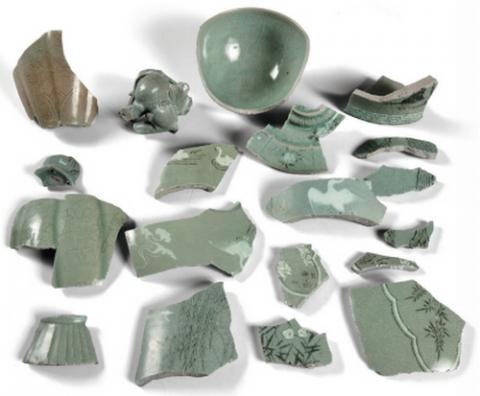 태안 앞바다에서 발굴된 청자 조각들 ⓒ 국립해양문화재연구소